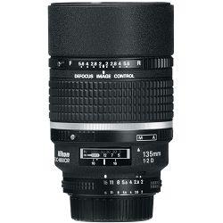Nikon AF DC 135mm f/2D FX Portretni telefoto objektiv fiksne žarišne duljine Nikkor auto focus prime lens 135 f/2.0 F2D f/2 D (JAA329DA)