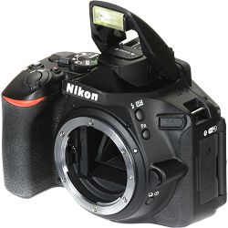 Nikon D5600 + AF-S 18-105 VR DX KIT DSLR Digitalni fotoaparat Camera with 18-105mm f/3.5-5.6 lens (VBA500K003)